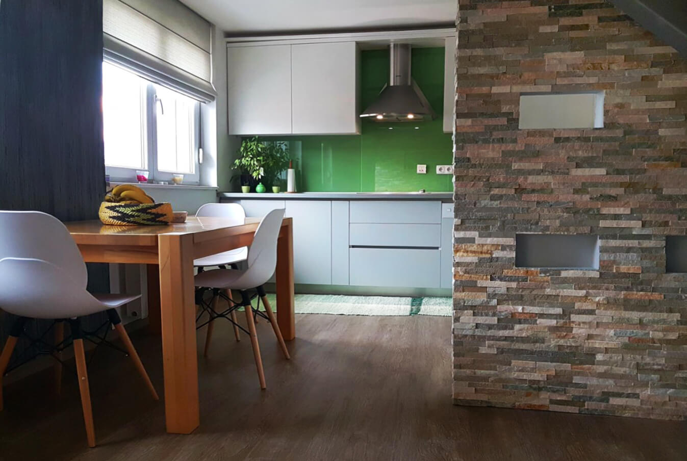 nova-ambienta-kuhinje-kuhinja od oplemenjenog iverala-6